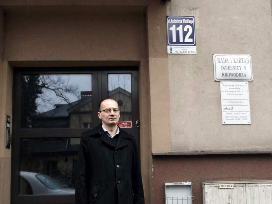 Piotr Klimowicz. Bloki w parku.