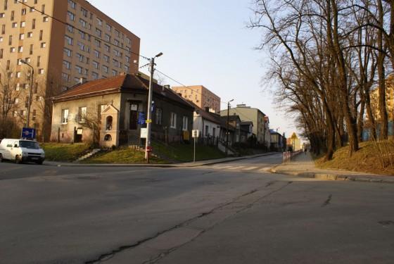 Pozostałości po drogach-jarach są wciąż widoczne na Azorach. Na zdjęciu ulica Stachiewicza. Fot. Michał Sułowski.
