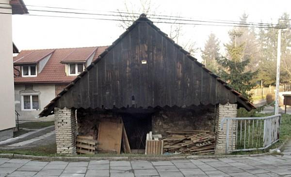 Dawna kuźnia w Bronowicach. Budynek pochodzi z 2. poł. XIX wieku.