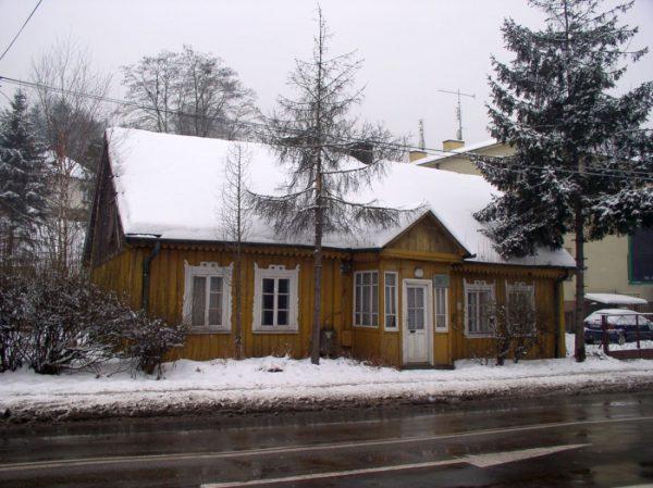 Fot. nr 3. Dom z ul. Królowej Jadwigi 120 wyburzony w czerwcu 2010