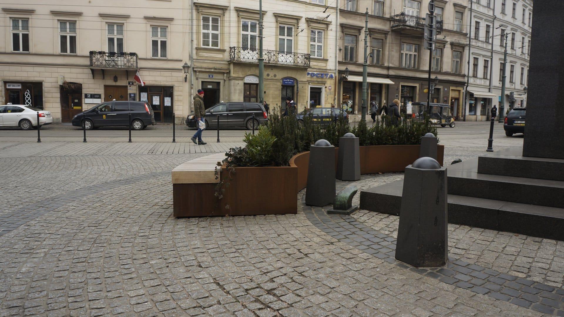 Donice z siedziskami. Strefa Relaksu, Kraków.