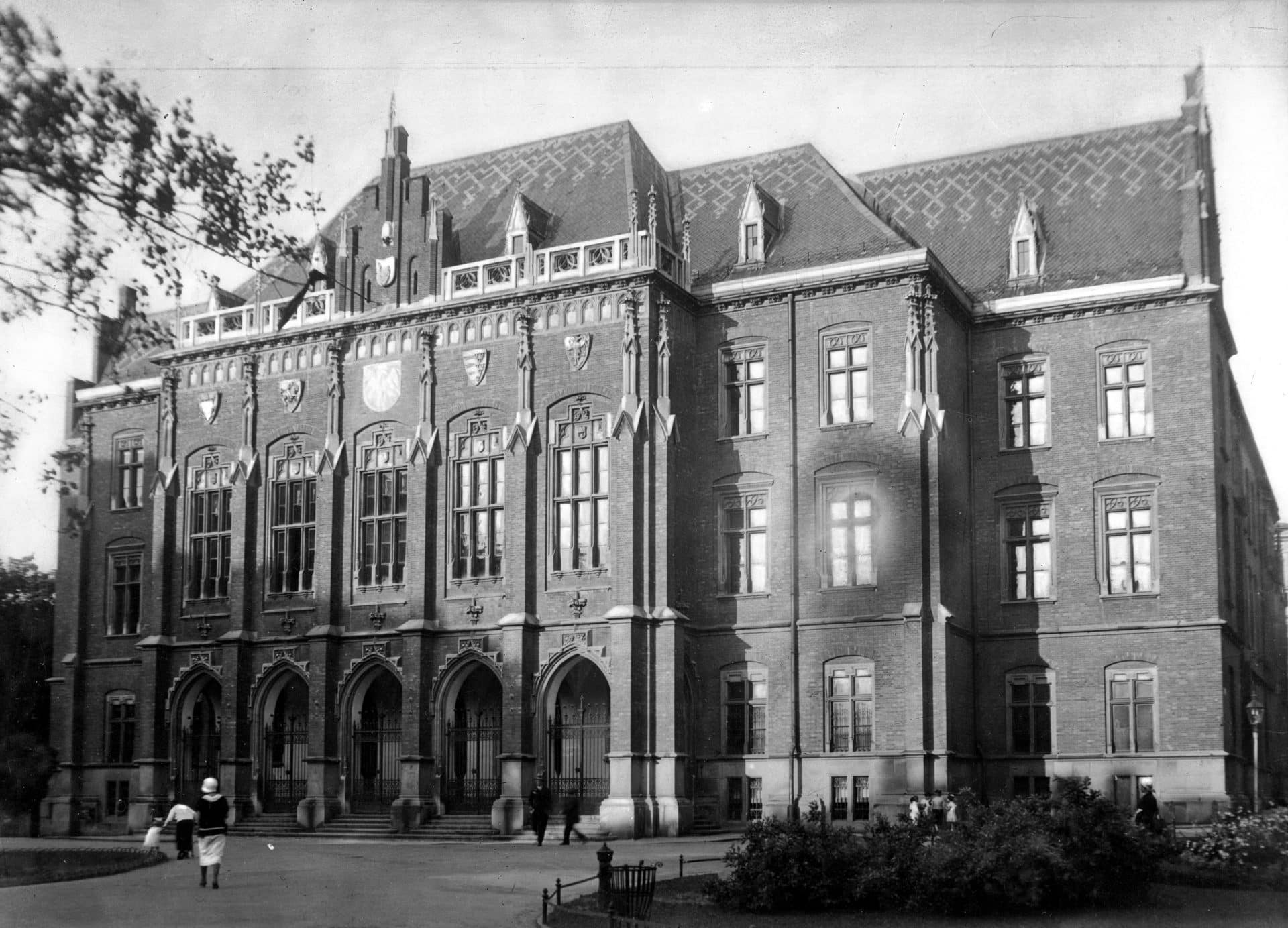 Collegium Novum w 1927 roku. Uniwersytet Jagielloński. Fot. NAC.