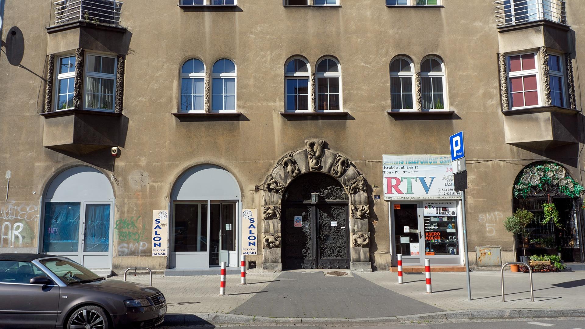 Wejście do domu architekta Zygmunta Gawlika przy ulicy Juliusza Lea w Krakowie.