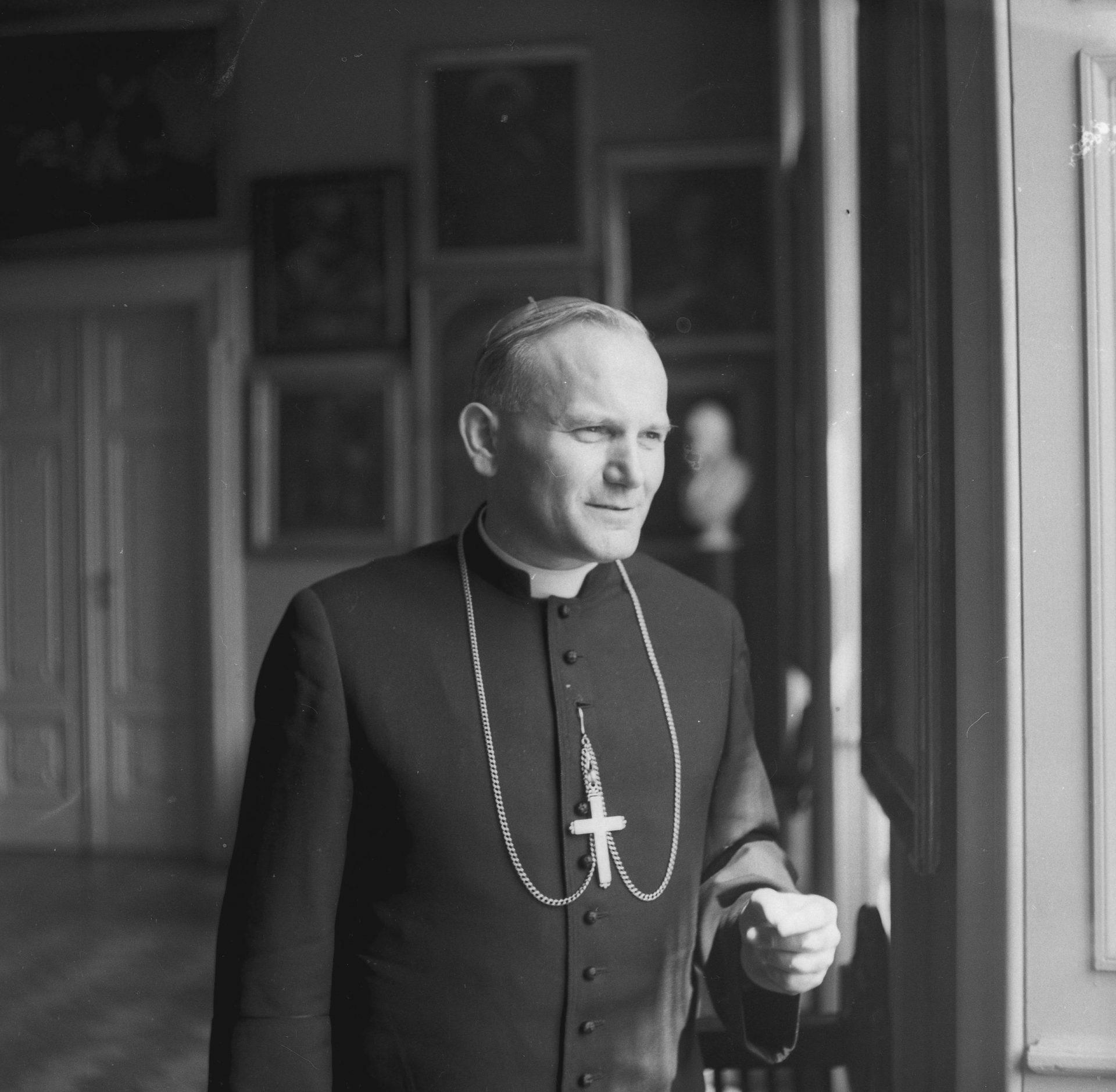 Kardynał Karol Wojtyła. Fotograf: Adam Bujak.