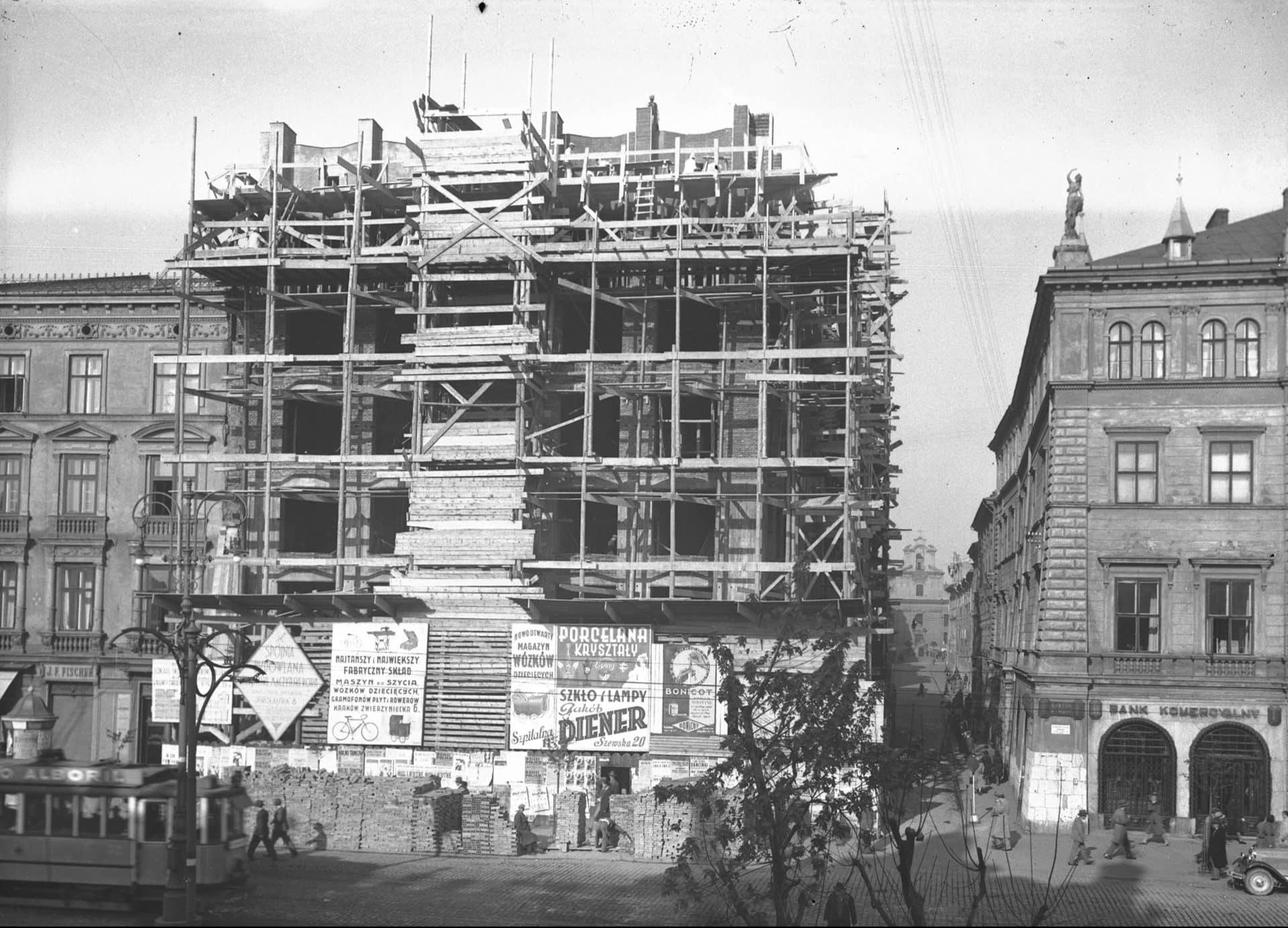 """Budowa """"Feniksa"""". 1931 r. Źródło: Narodowe Archiwum Cyfrowe."""
