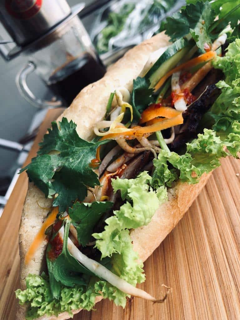 Przystanek Vietnam serwuje bánh mì, kawę, ale też lemoniadę.