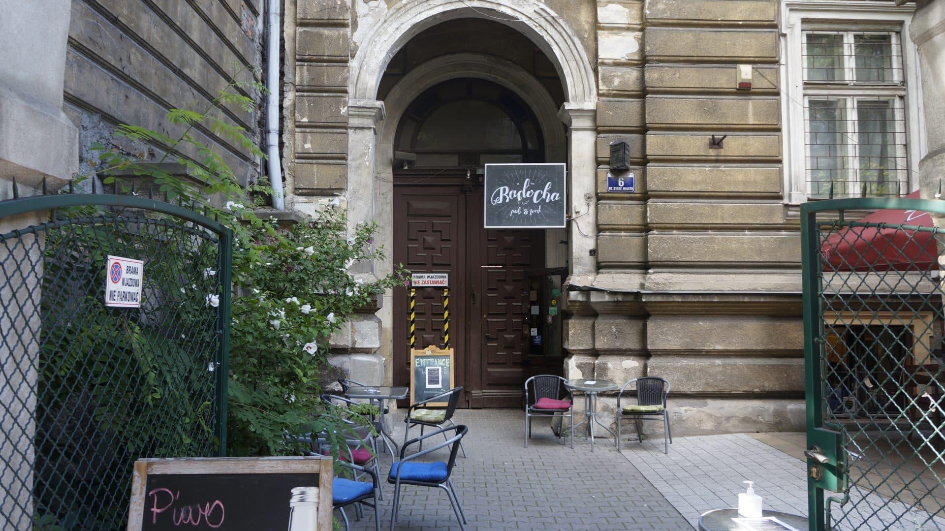 """Laboratorium, a później także mieszkanie, miał przy ulicy Sebastiana 6. Dziś mieści się tam fajny lokal """"Radocha"""". Trudno znaleźć jakikolwiek ślad pamięci o Weiglu."""