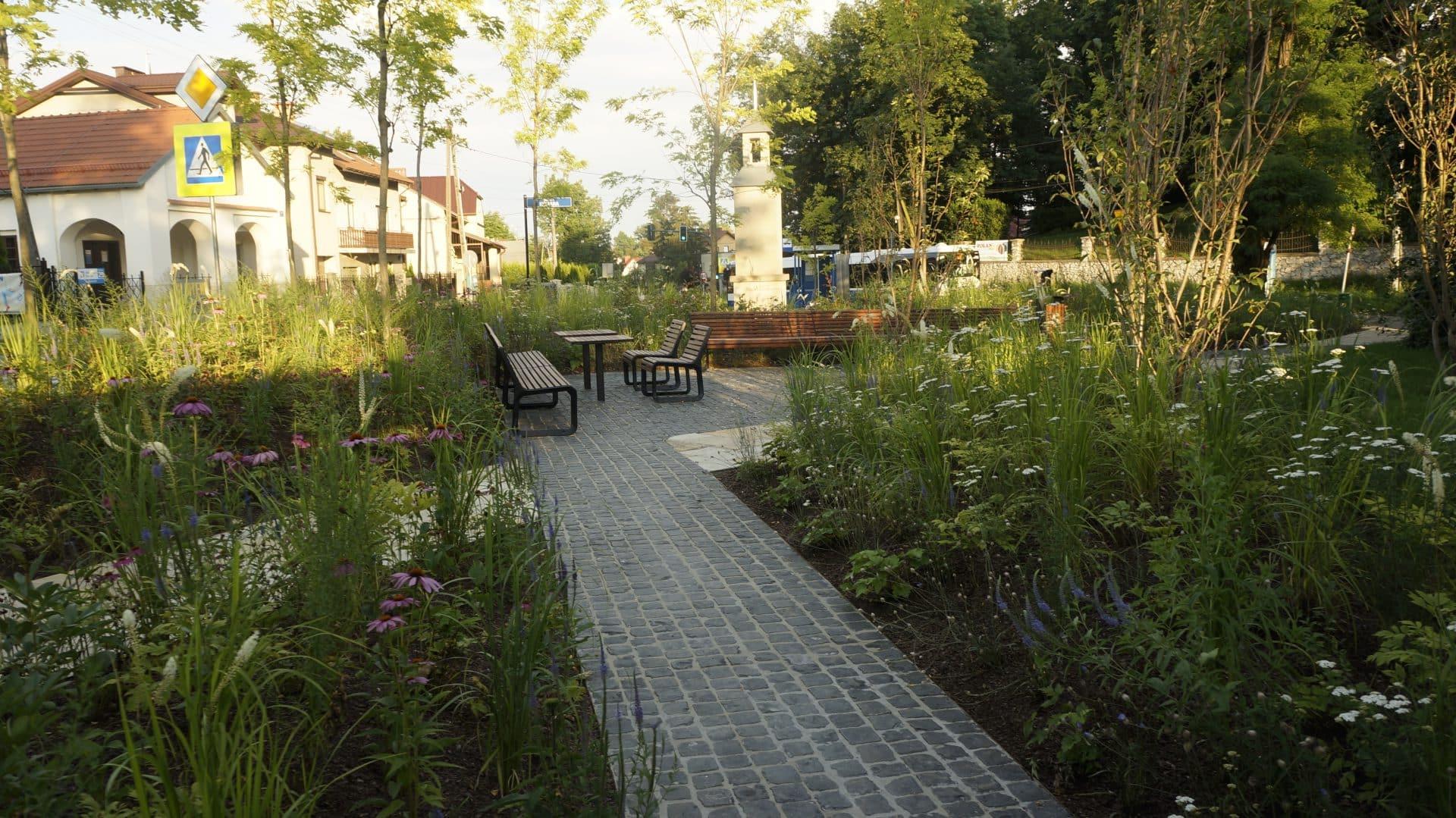 Park kieszonkowy w Mydlnikach.  Malwowy Ogród Krakowian. Mała architektura.
