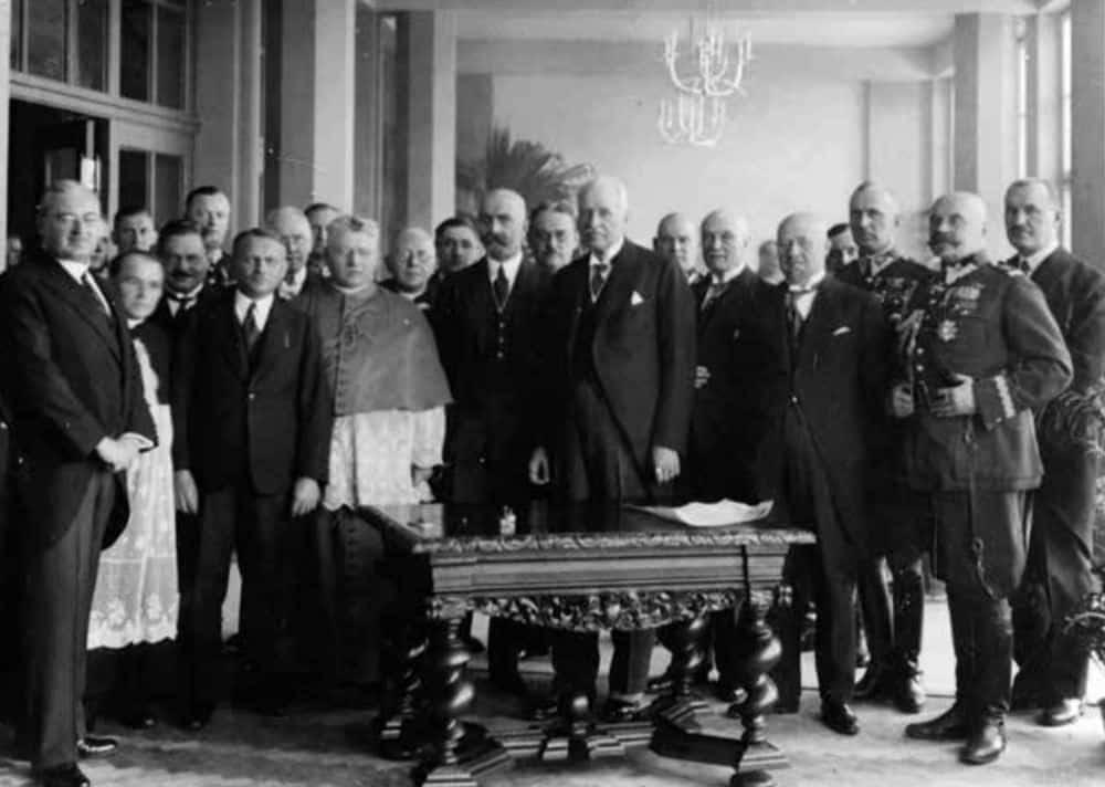 """Zamek Prezydenta Rzeczypospolitej Polskiej w Wiśle. Uroczystość poświęcenia. 1931 rok. Źródło: Michał Wiśniewski, """"Adolf Szyszko-Bohusz""""."""