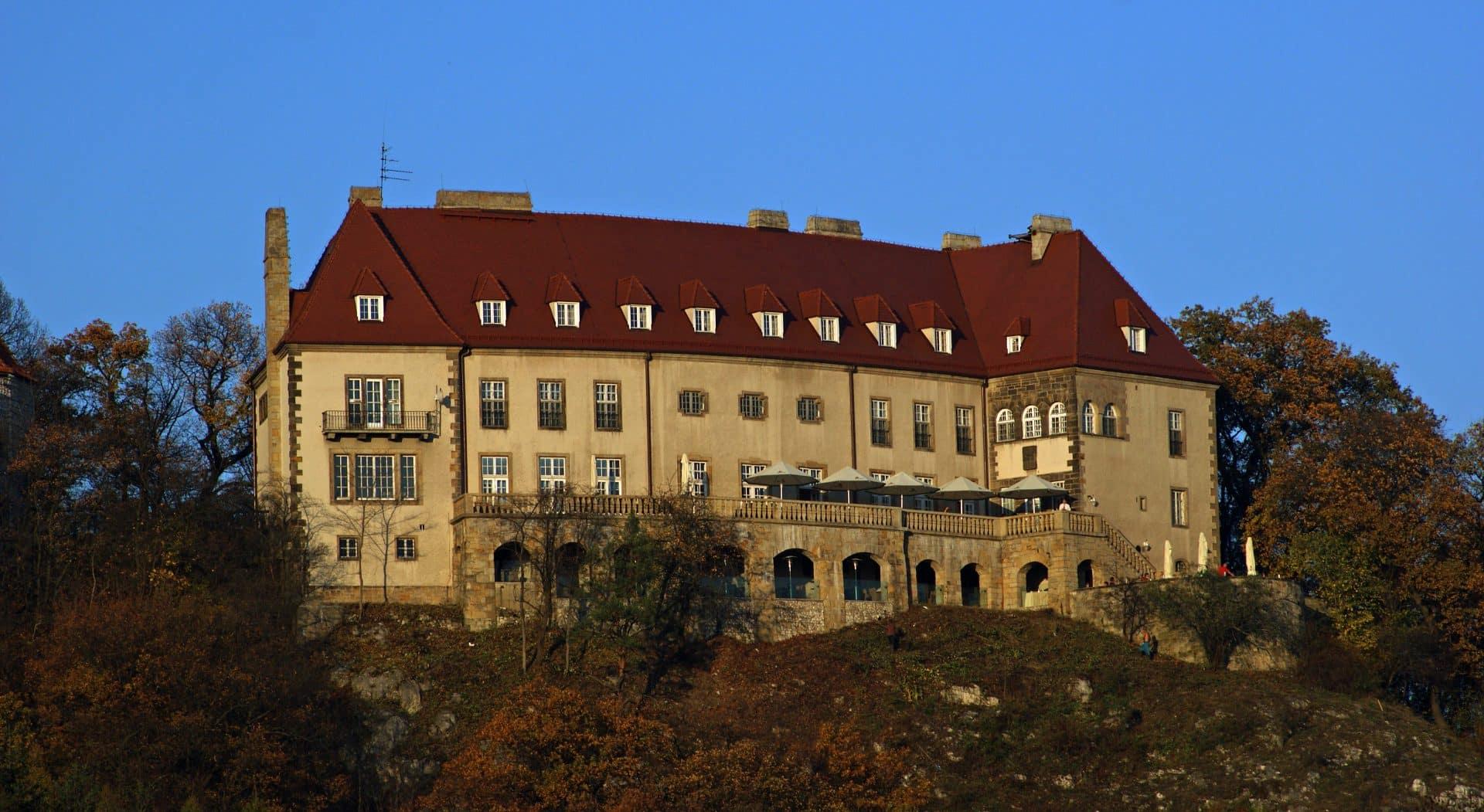 """Schloss Wartenberg w Przegorzałach. Dziś mieści się tam restauracja """"U Ziyada"""" oraz pomieszczenia Uniwersytetu Jagiellońskiego. Fot. Zygmunt Put/Wikimedia. Przegorzały."""