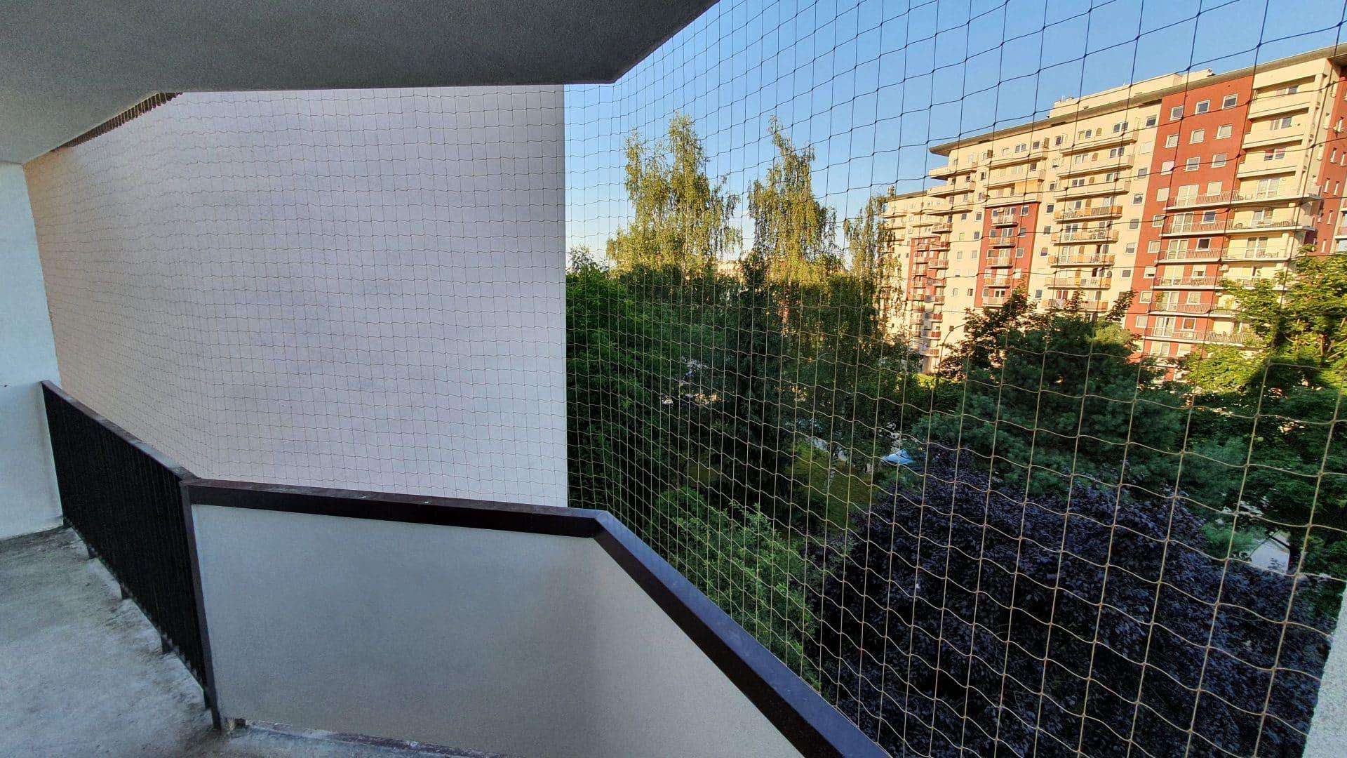 Cena siatki dla kota lub siatki przeciwko gołębiom zależy przede wszystkim od wielkości balkonu.