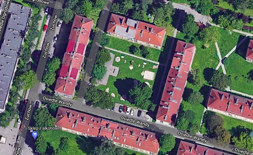 Osiedle Wandy. Podwórko. Fot. Google Maps.