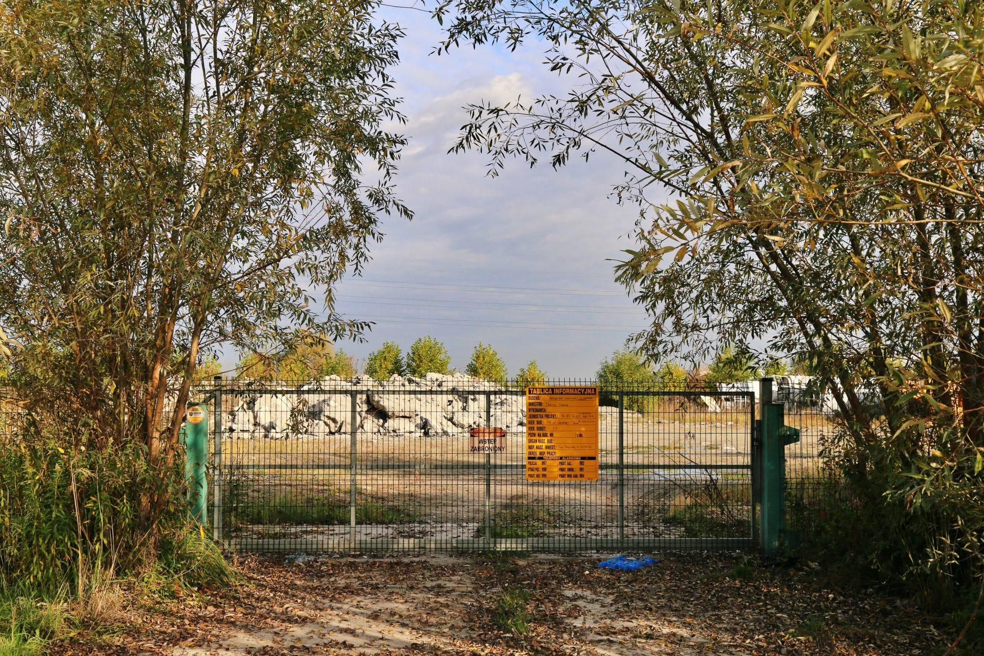 Przy ul. Nad Drwiną, na obszarze przeznaczonym pod park rzeczny, miałaby powstać hala produkcyjno-magazynowa do produkcji respiratorów. / Covidówki w Krakowie.