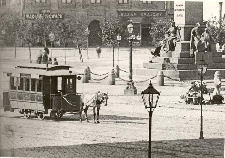 Tramwaj w Krakowie. Konne tramwaje jeździły do początku XX wieku, kiedy przeprowadzono elektryfikację sieci. / Domena publiczna.