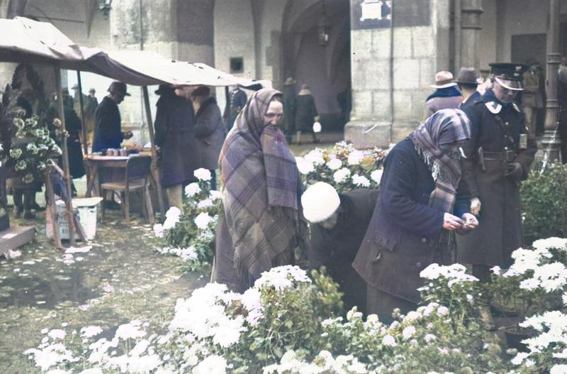 Handel uliczny w międzywojennym Krakowie. 1931 rok. Źródło: Narodowe Archiwum Cyfrowe.