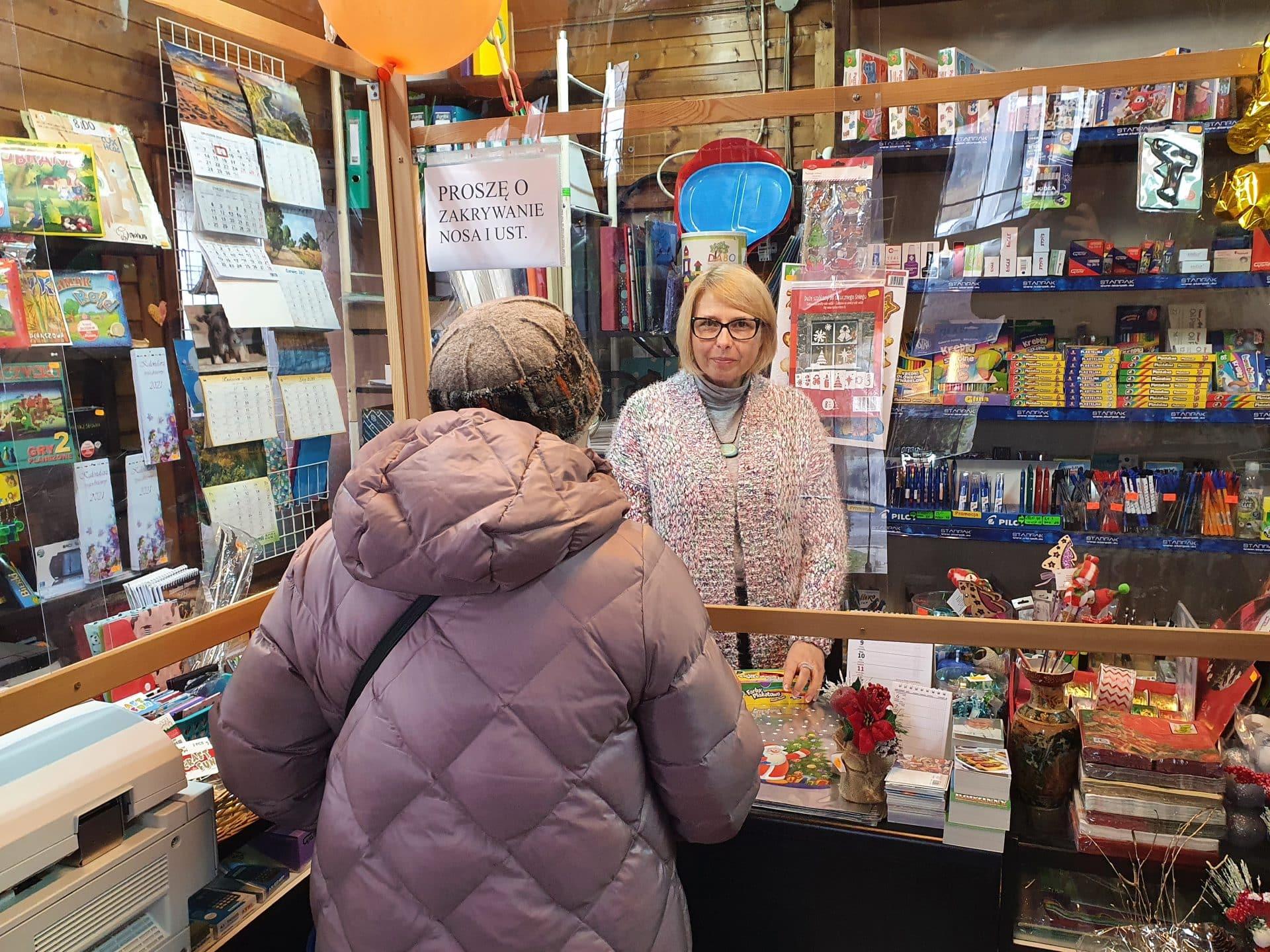 Tutaj wizyta klienta, to coś więcej niż tylko sam sam zakup. - Jestem trochę jak barman - pół żartem, pół serio mówi właścicielka sklepu - Magdalena Prochal-Bosak.