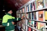 Biblioteka ze śmieci