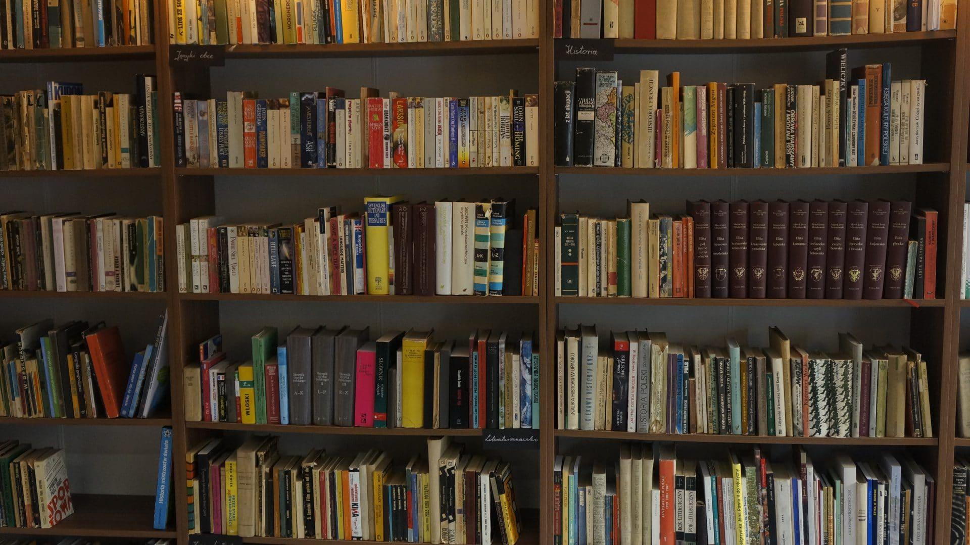 Do Ministerstwa Starych Książek można zajrzeć nie tylko, żeby coś kupić, ale też żeby coś sprzedać.