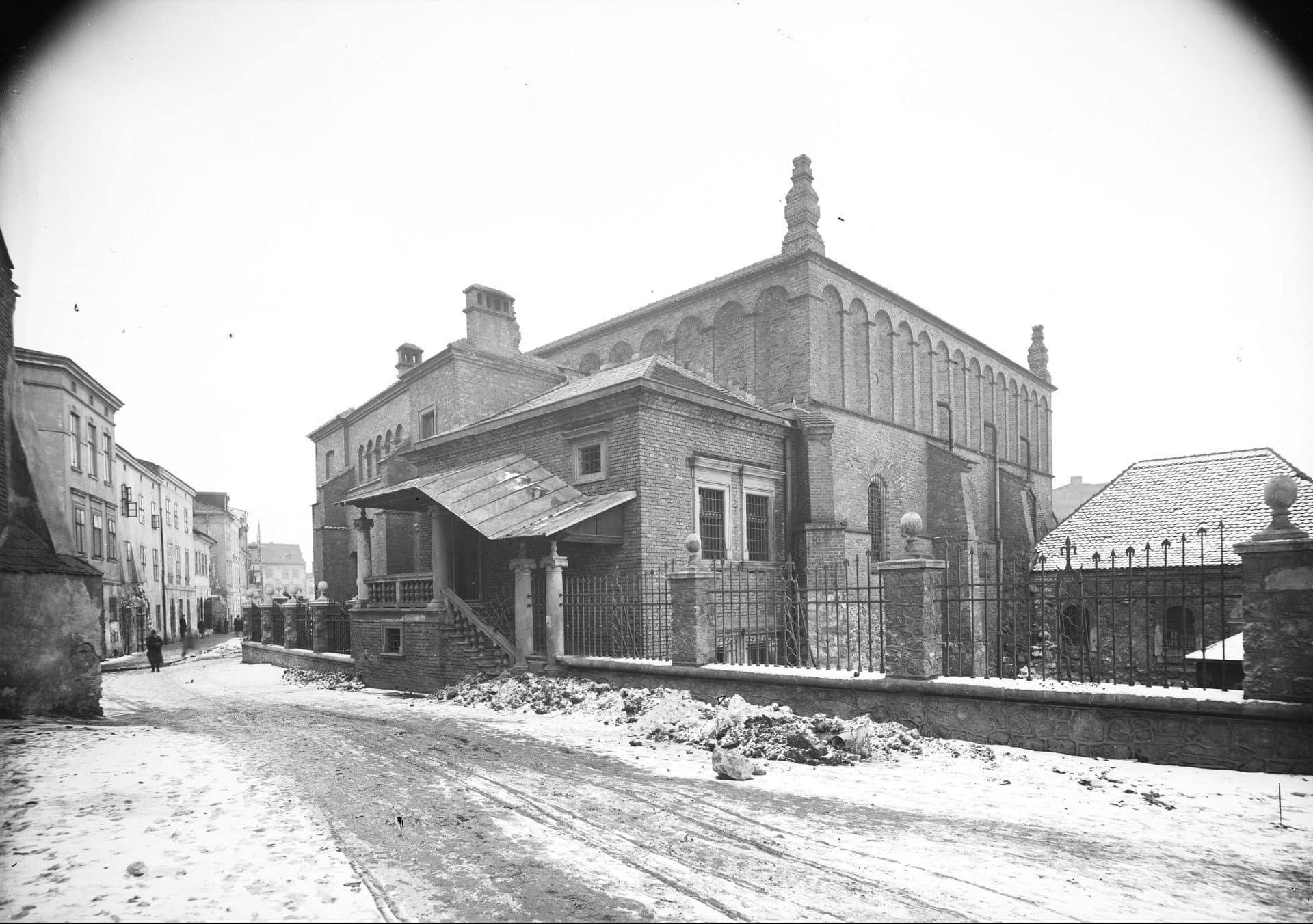 Synagoga Stara na Kazimierzu w 1929 roku. Źródło: Narodowe Archiwum Cyfrowe.