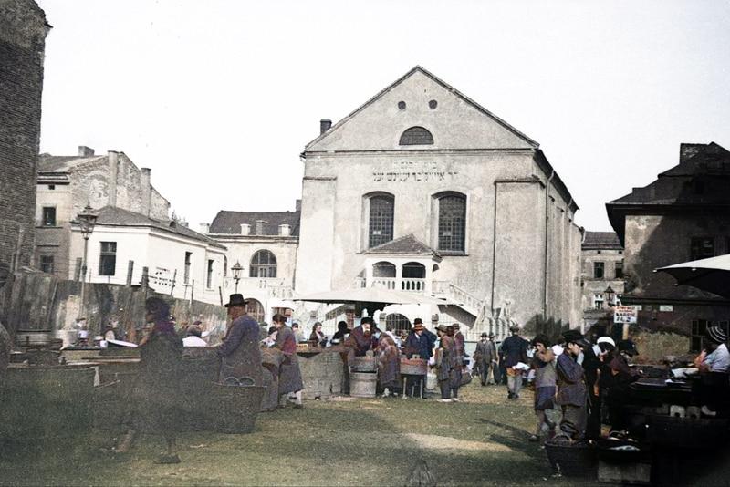 Targ przed Synagogą Ajzyka w 1936 roku. Źródło: Narodowe Archiwum Cyfrowe. Jewish Quarter