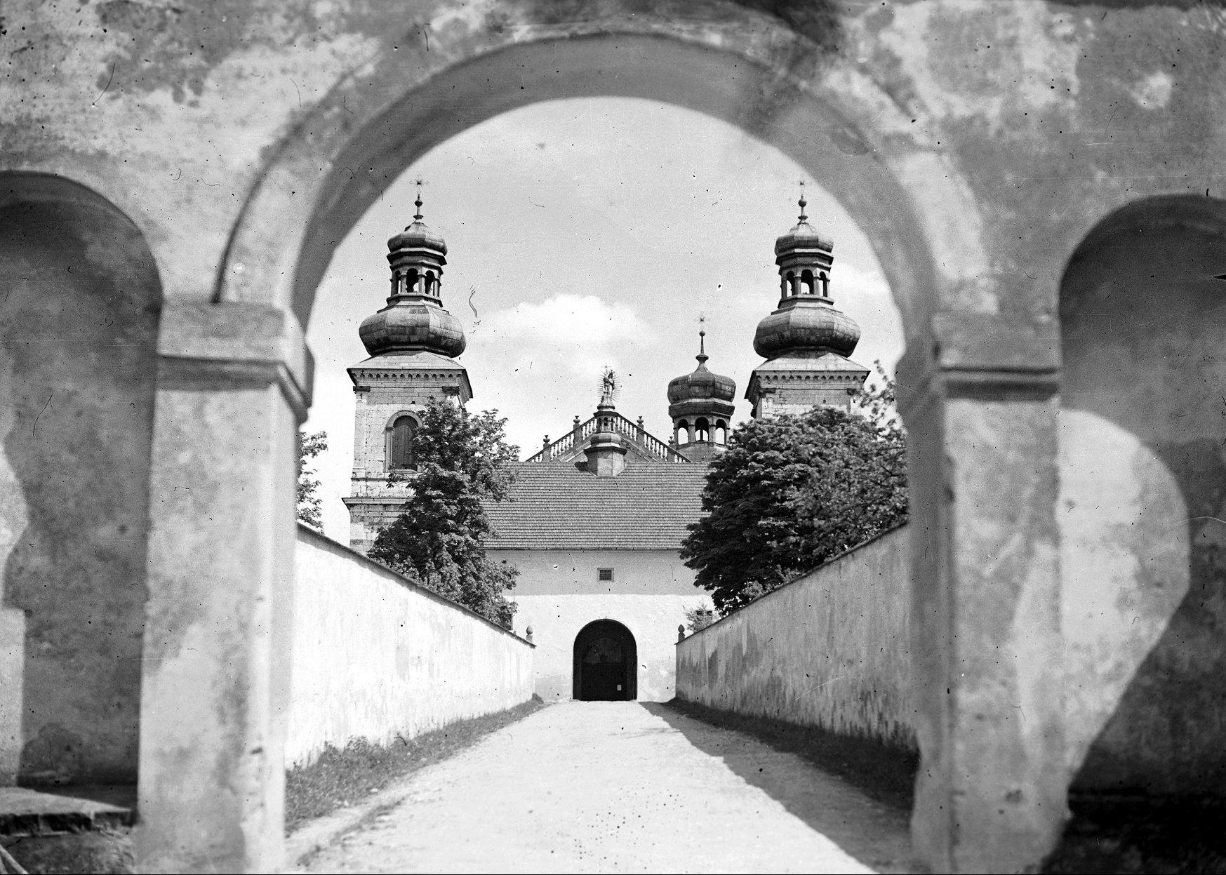 Klasztor na Bielanach w 1934 r. Fot. Narodowe Archiwum Cyfrowe.
