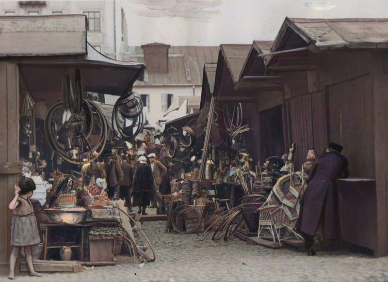 Handel na pl. Kercelego (Kercelaku) w Warszawie w 1932 roku. Źródło: Narodowe Archiwum Cyfrowe.