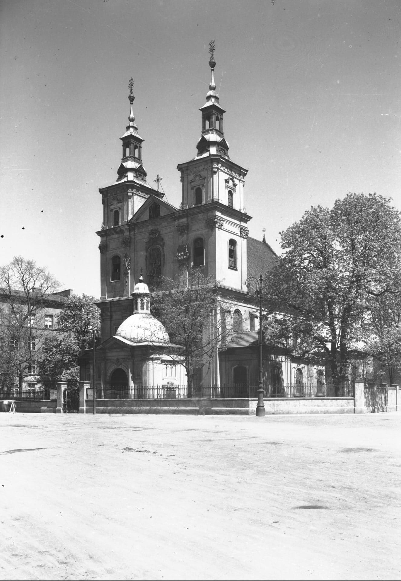 Kościół św. Floriana w 1935 roku. Źródło: Narodowe Archiwum Cyfrowe.
