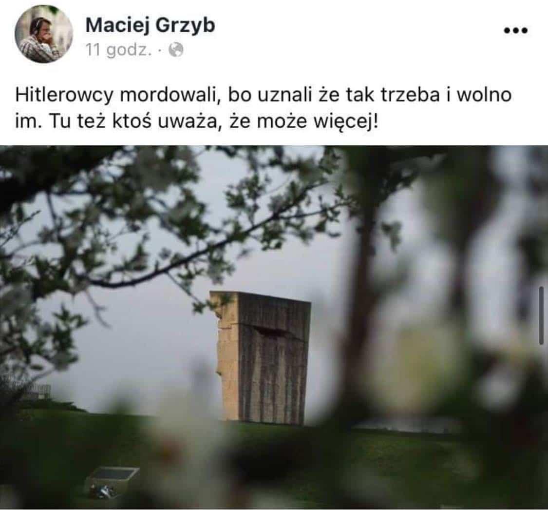 Wicedyrektor Wydziału Komunikacji Społecznej komentuje działania Mateusza Jaśko, który w miejscu pamięci dostawił dwie ławki, o które prosili mieszkańcy, a urząd nie miał na nie pieniędzy.