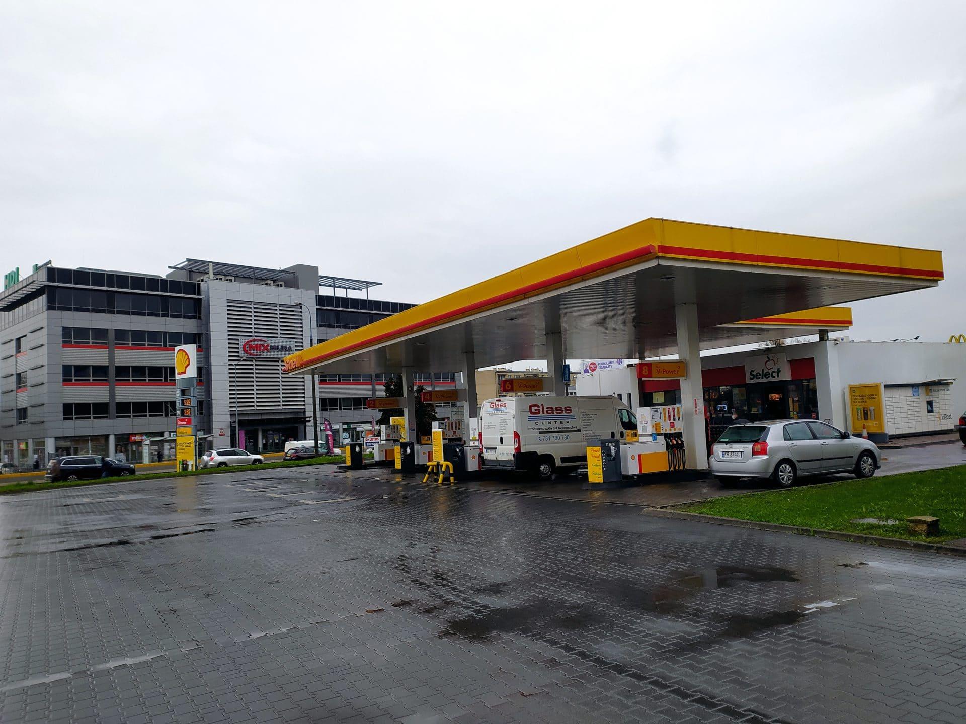 Stacja benzynowa zbudowana na terenie dawnego obozu KL Plaszow.