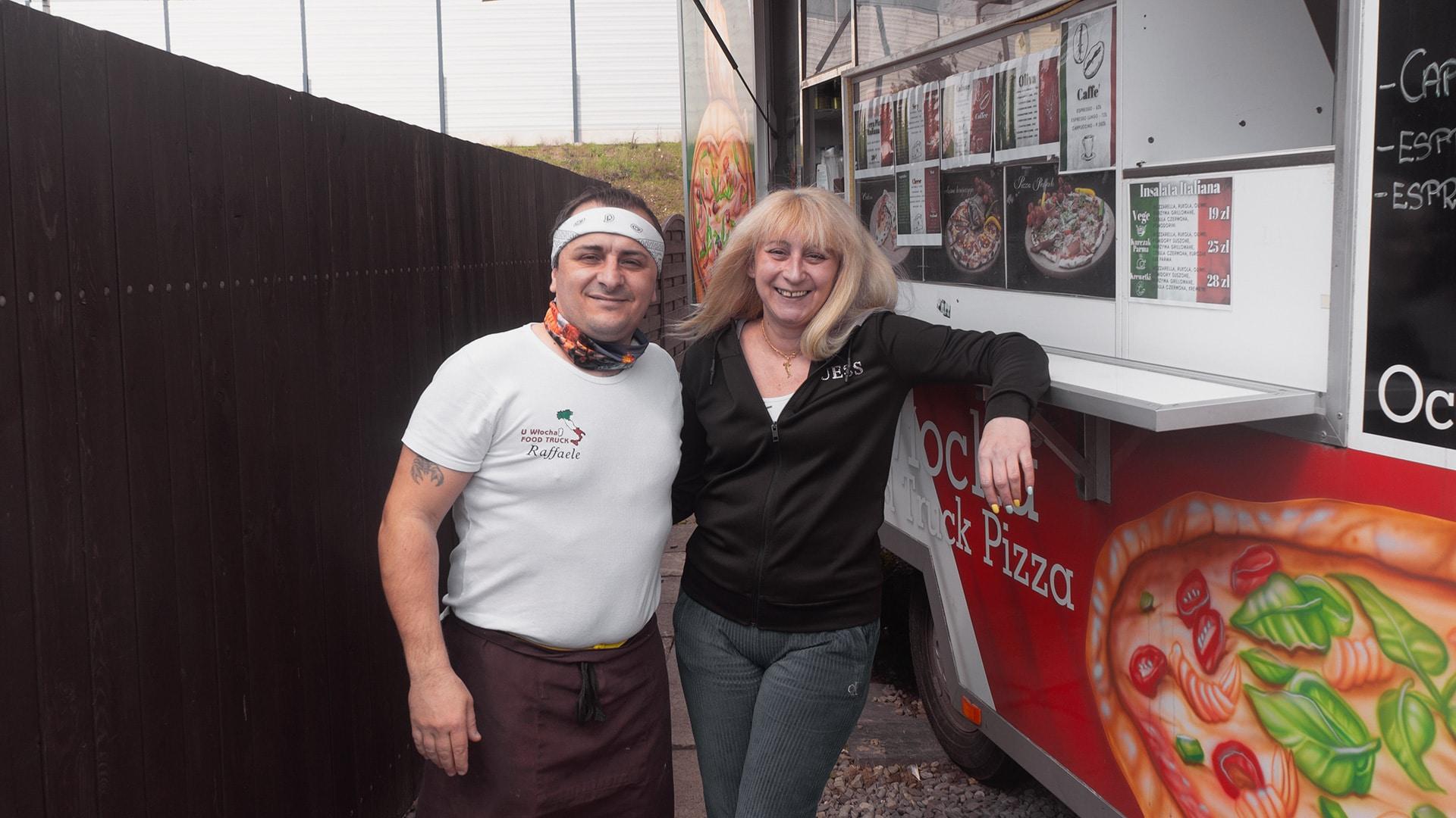 """U Włocha Food Truck zaprasza na Balicką 69a. Raffaele Esposto mówi: """"Zapraszam wszystkich, bo moje motto jest: spróbujesz, jesteś mój."""""""
