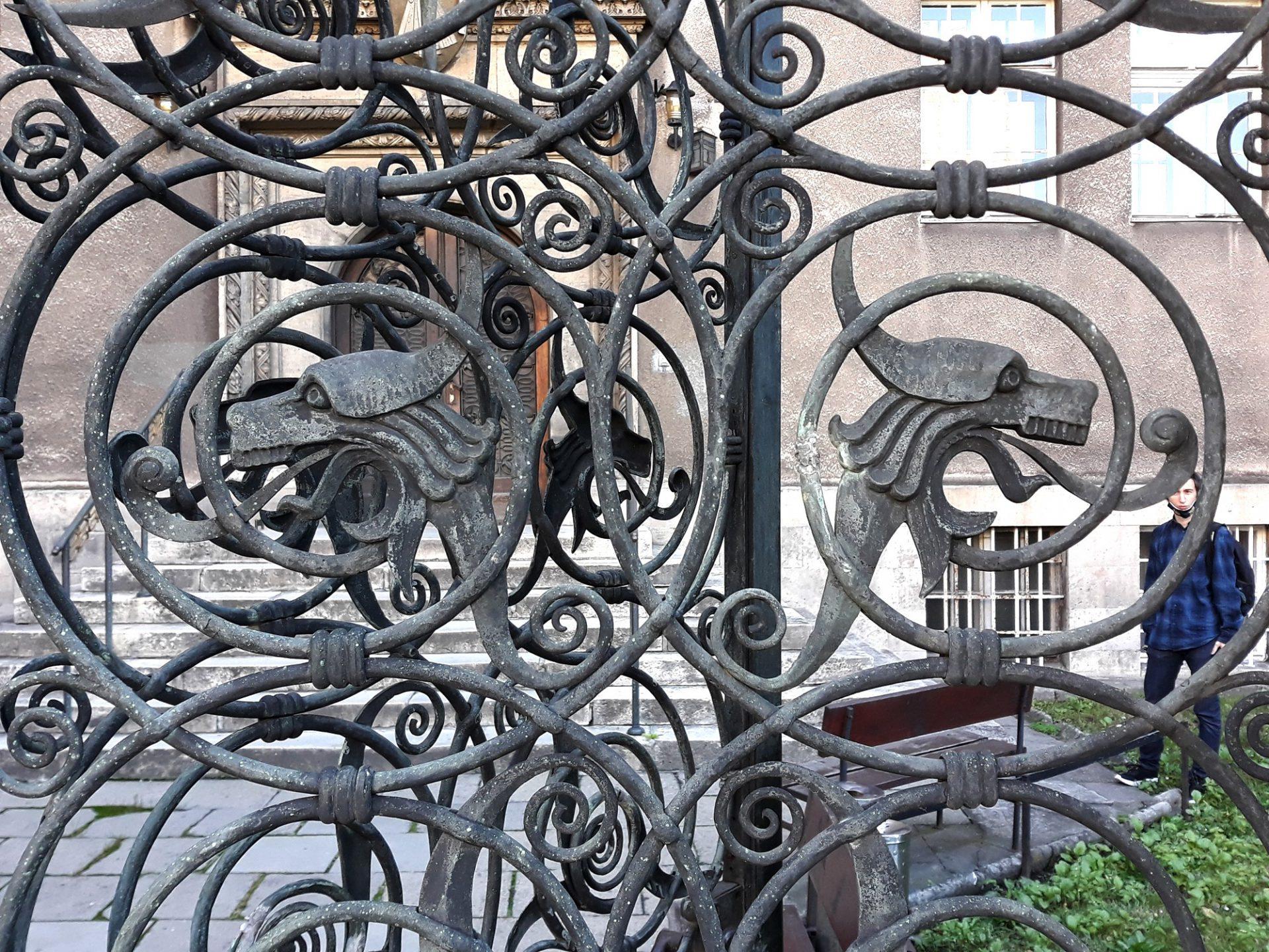 Krata w bramie gmachu Seminarium Śląskiego, fot. Michał Wiśniewski
