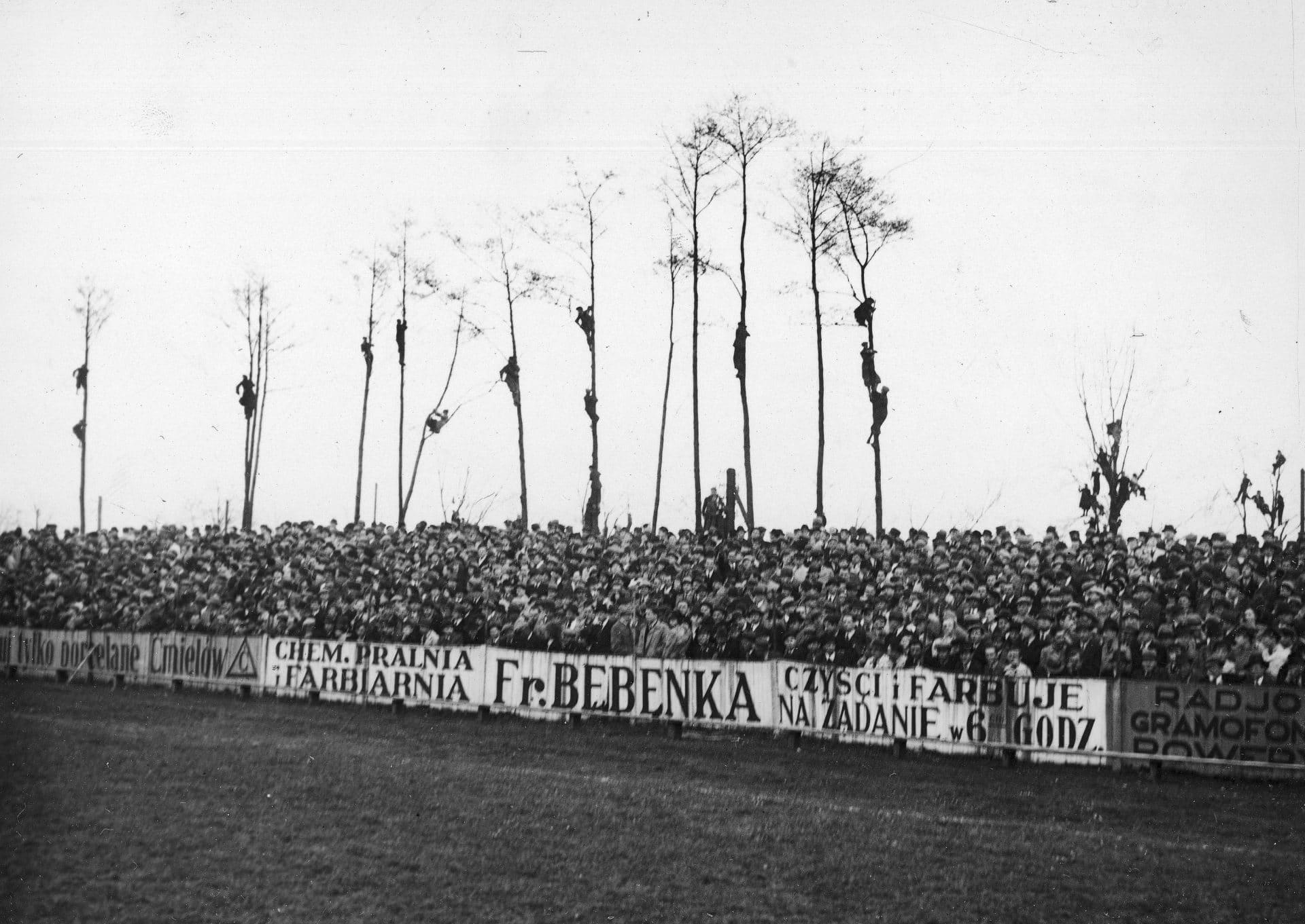 Zielona trybuna. Derby Krakowa. 1938 rok. Kibice.