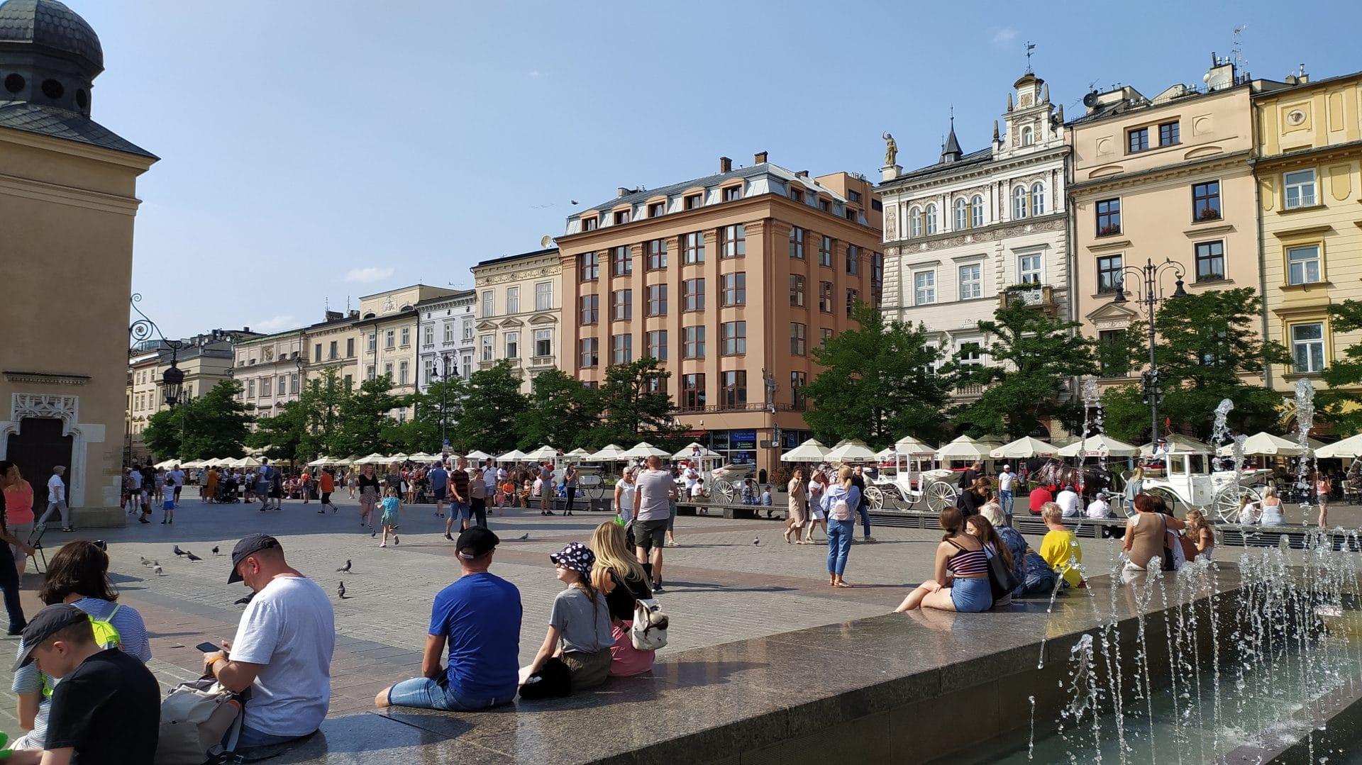 Co warto zobaczyć w Krakowie? Gmach Feniksa skrywa słynny dansing, który skutecznie zabiera co najmniej do lat 80. ubiegłego wieku.