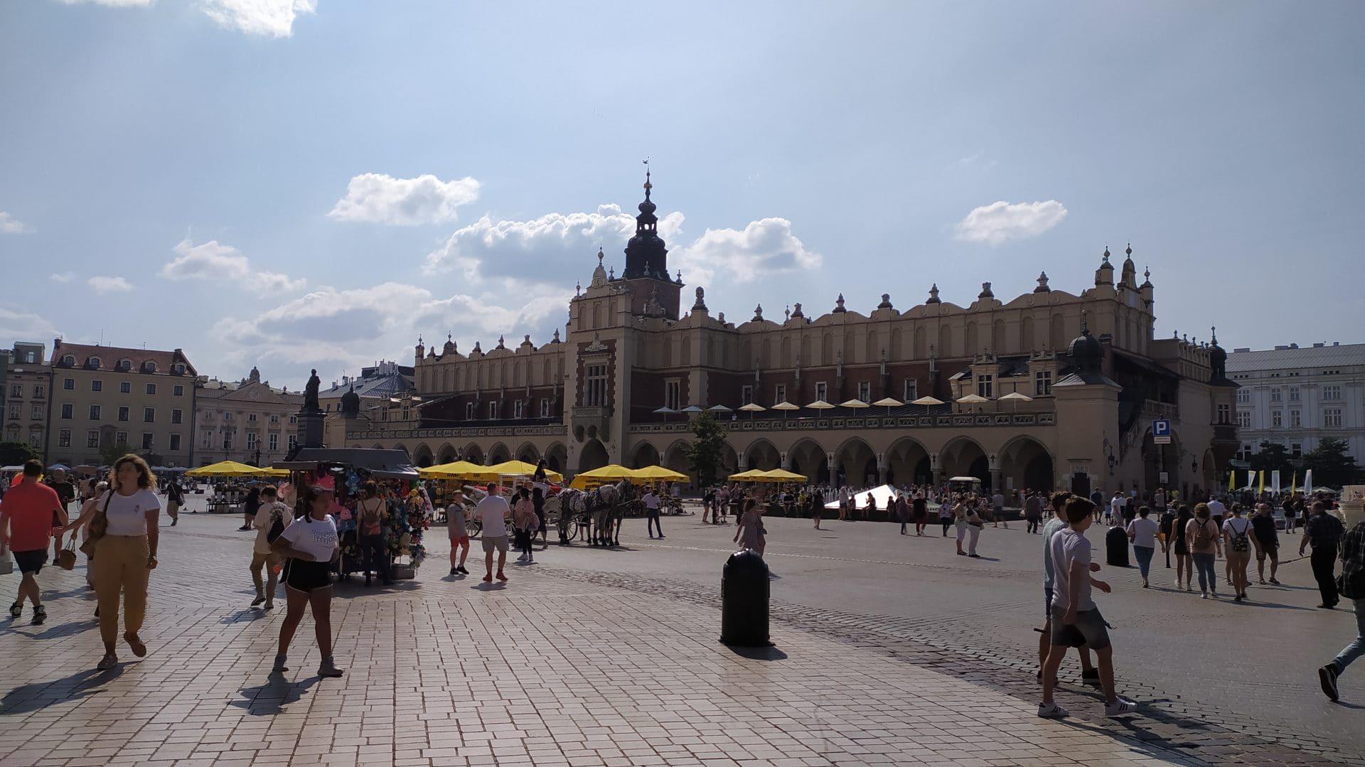 Co warto zobaczyć w Krakowie. Sukiennice. Kwiaciarki.