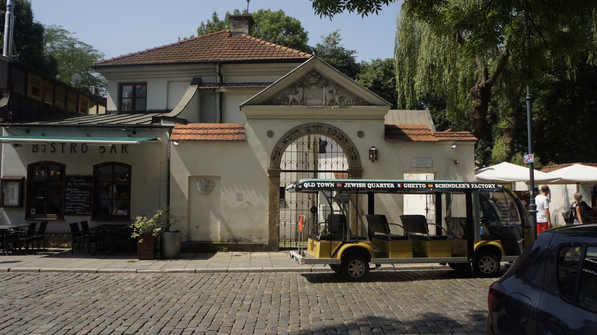 Synagoga Remu na krakowskim Kazimierzu. Ufundował ją Izrael Isserl, a rabinem był w niej jego syn Mojżesz Isserl. Nazwa pochodzi od jego przydomka, gdyż mówiono o nim REMU.