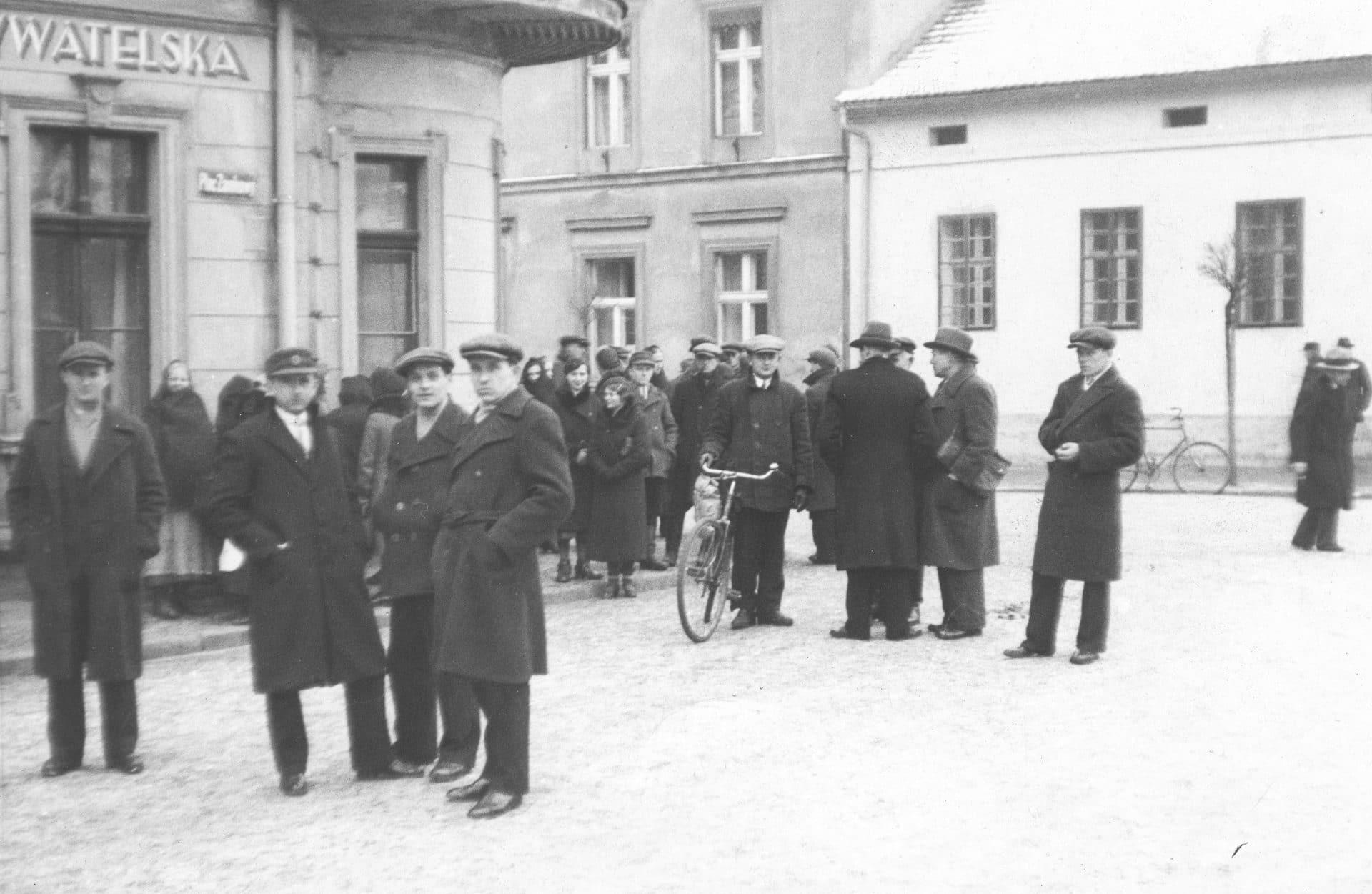 Plac Zamkowy w Rybniku w 20-leciu międzywojennym. Źródło: Narodowe Archiwum Cyfrowe. Artur Trunkhardt mieszkał w Rybniku.