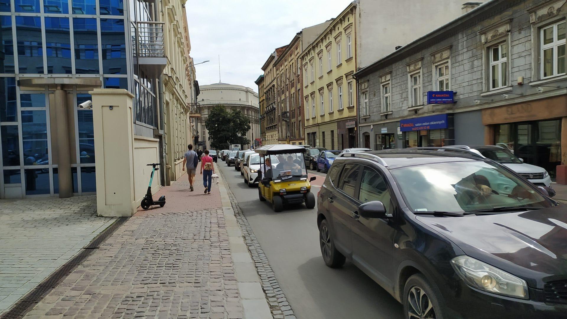 Sklep metalowy pana Piotra znajdziecie przy ulicy Wielopole 5. Jego właściciel przez lata mógł obserwować exodus mieszkańców z centrum Krakowa.
