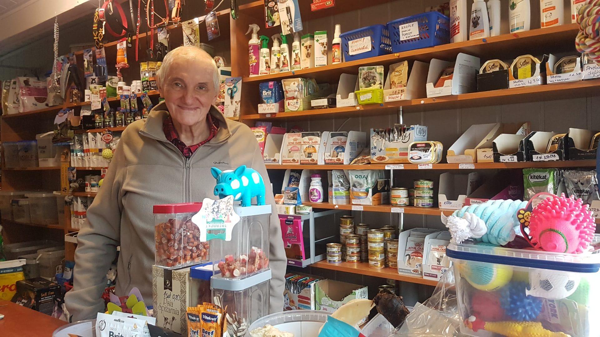Pan Ryszard prowadzi sklep zoologiczny przy ulicy Racławickiej w Krakowie.
