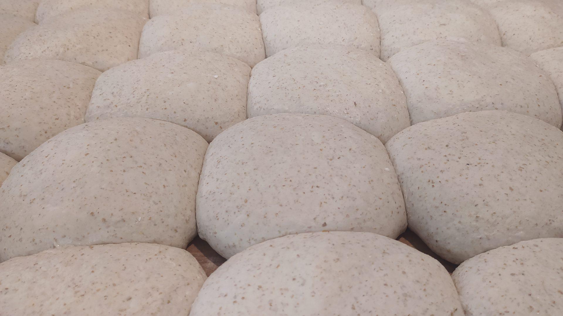 Czym chleb rzemieślniczy różni się od takiego z sieciówki? Ma smak.