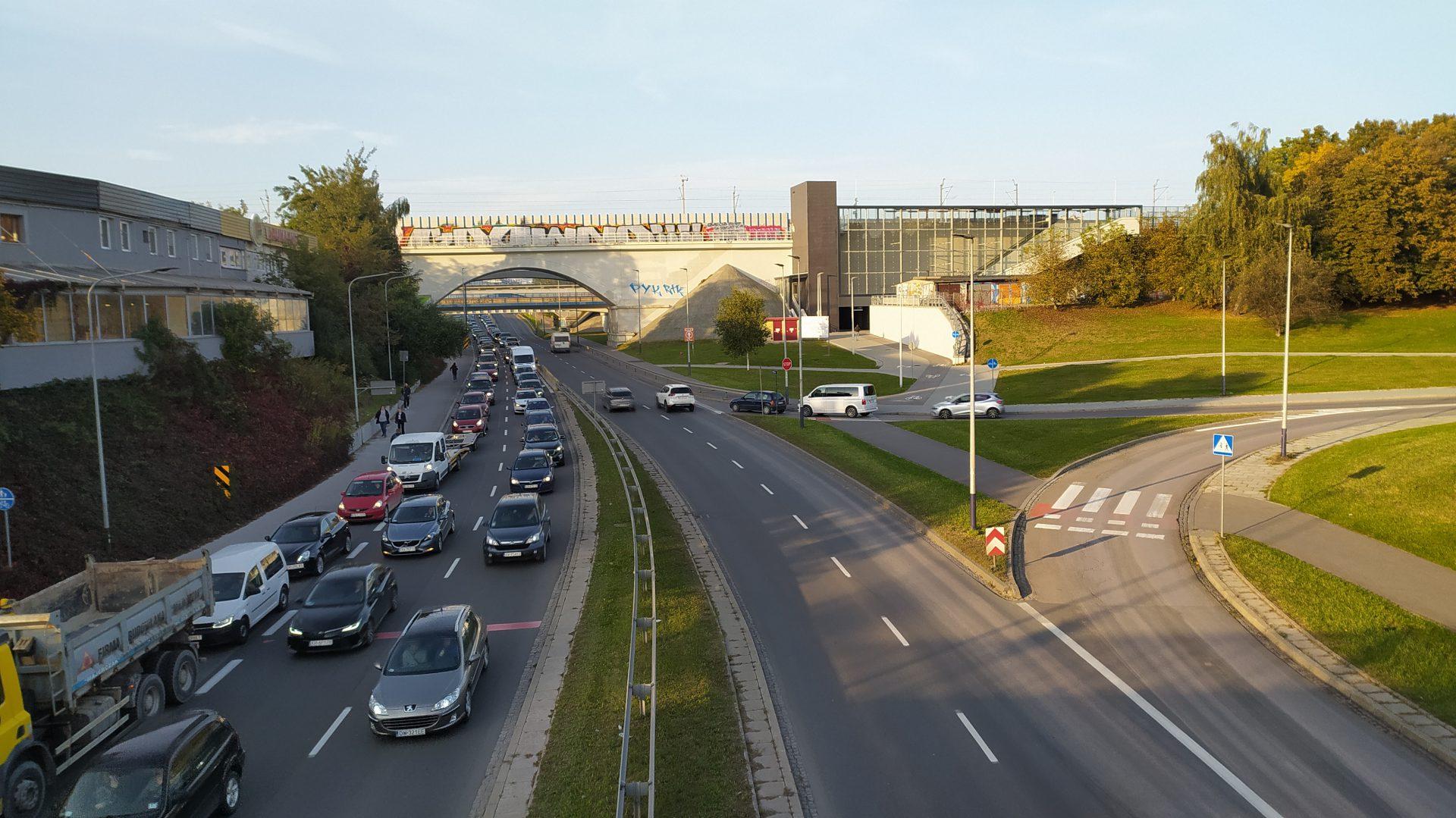 Stacja kolejowa w Bronowicach. Łukasz Franek mówi, że przyszłość jest w kolei miejskiej