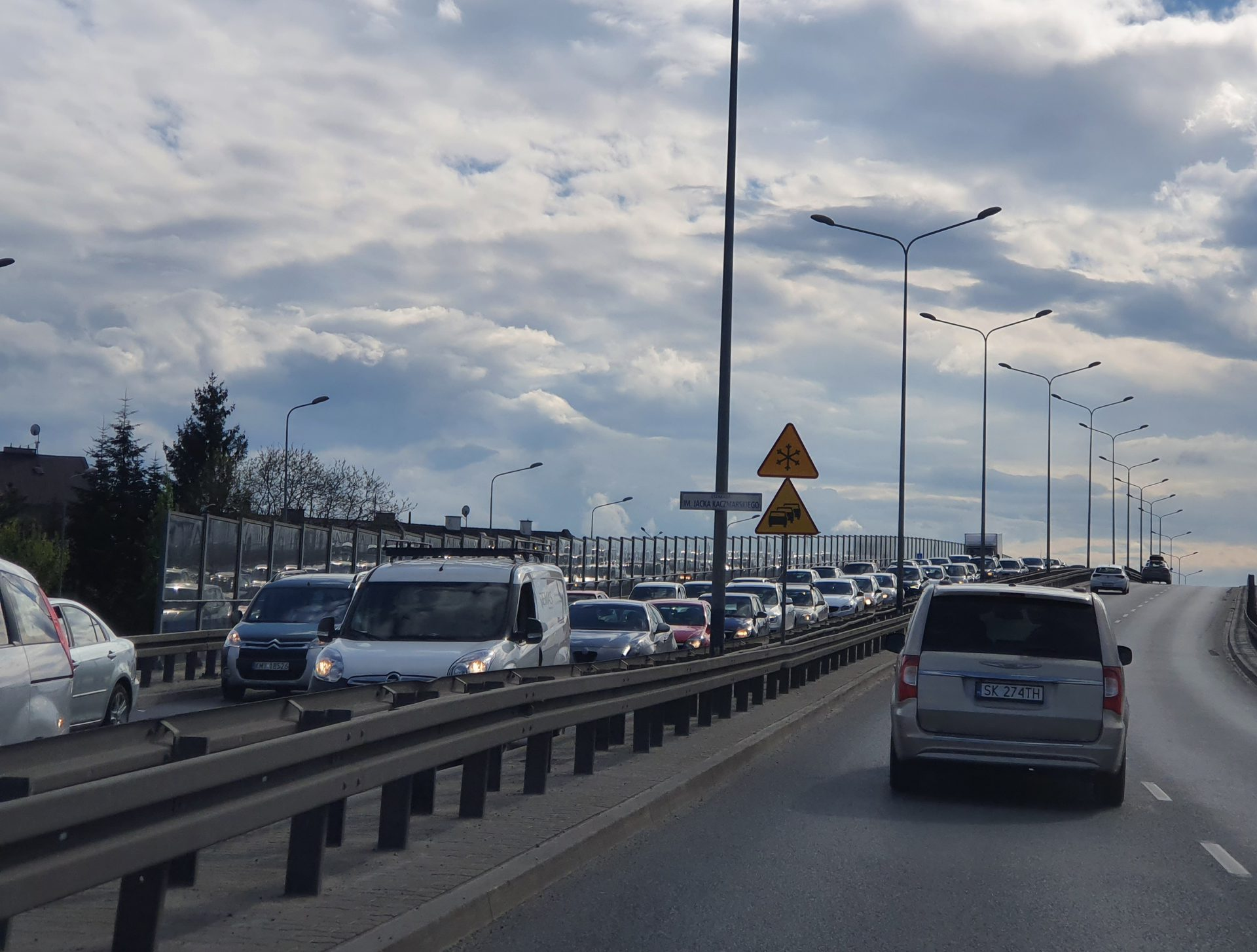 Korki w Krakowie. Łukasz Franek mówi, że to wina nadmiarowego korzystania z aut przez mieszkańców.